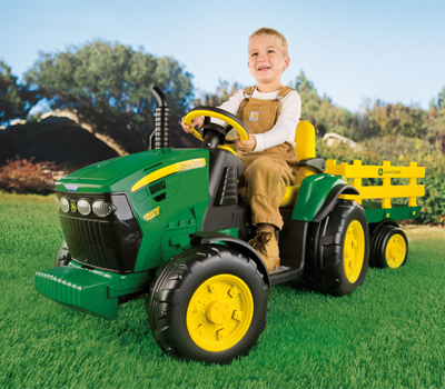 Tractor cu remorca John Deere Ground Force 12V, marca Peg Perego.